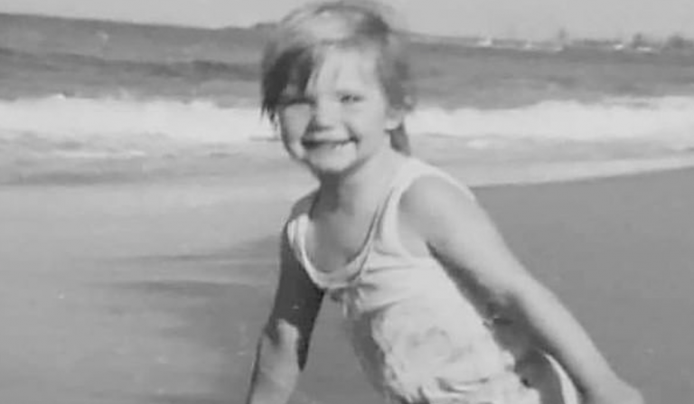 Una niña de 3 años desaparece en una playa abarrotada de gente: El caso de Cheryl Grimmer