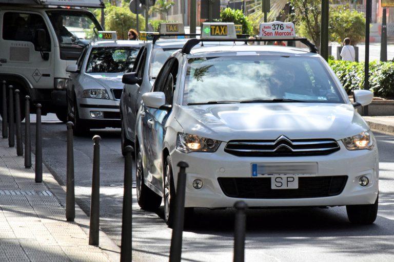 Taxi grande Madrid aeropuerto: precios de traslados privados para 5, 6, 7 y 8 plazas con amplio maletero