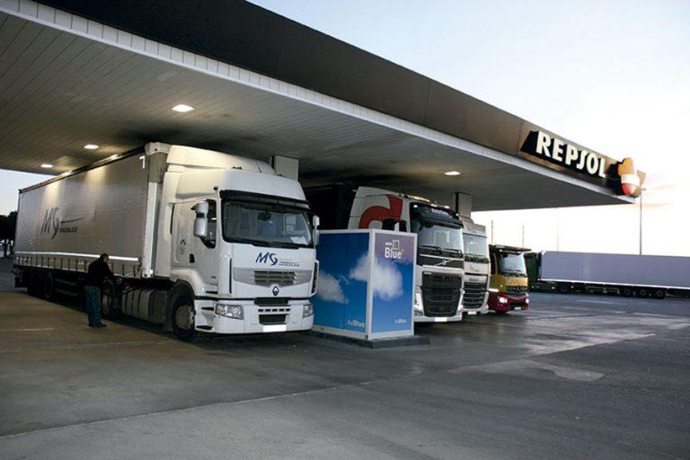 Repsol abre los aseos de sus estaciones de servicio a transportistas, fuerzas armadas, servicios de emergencia y sanitarios