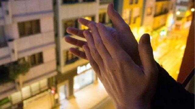 Esta tarde a las 8 saldremos a los balcones a aplaudir a todos los padres que tengan activada la cuenta del colegio