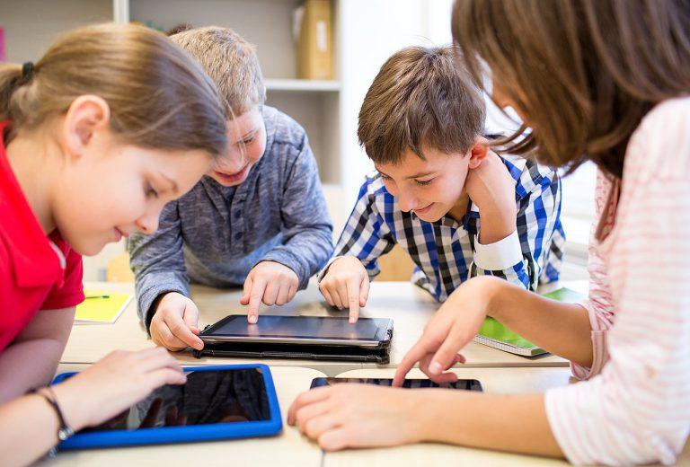 Las pantallas han ayudado al 85% de las familias a hacer más actividades junto a sus hijos durante el confinamiento