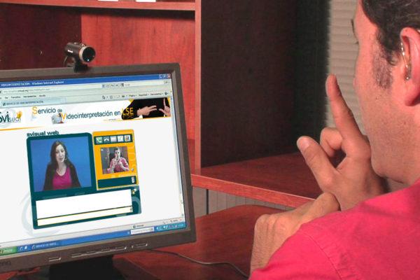 Concha Díaz: «se sigue menospreciando a las lenguas de signos»