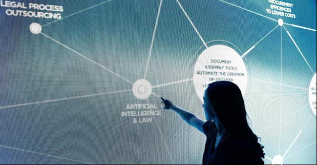 Santander y la Fundación IE impulsan la formación  de abogados en «TechLaw» y habilidades digitales
