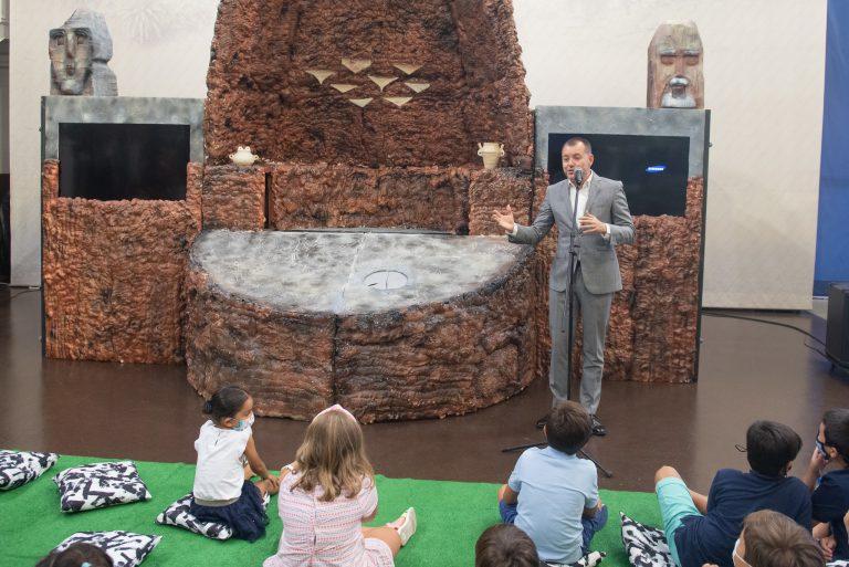 El Cabildo estrena el espectáculo infantil de Risco Caído con personajes de la cumbre de Gran Canaria dentro de la cueva Patrimonio Mundial
