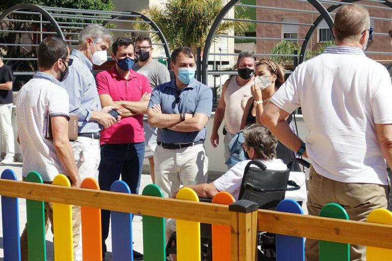 El alcalde inaugura el parque infantil y la zona de calistenia de la plaza de Santa Clara
