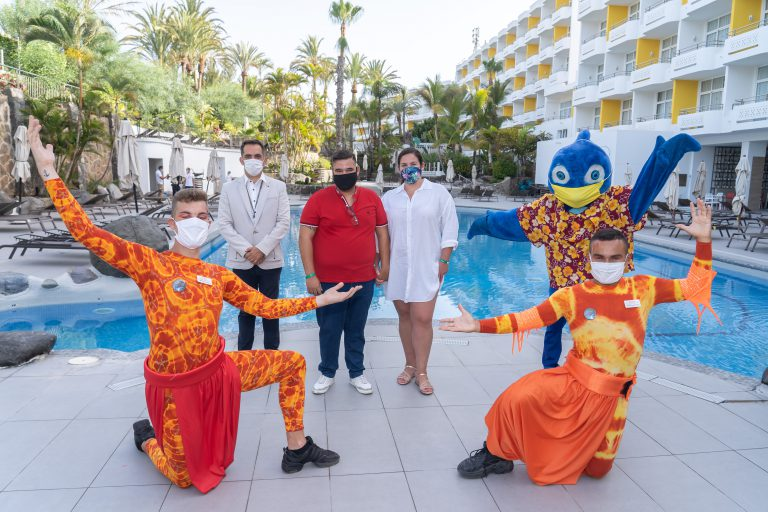 La diversión y el entretenimiento regresan al hotel Abora Catarina by Lopesan Hotels con la llegada de los primeros clientes