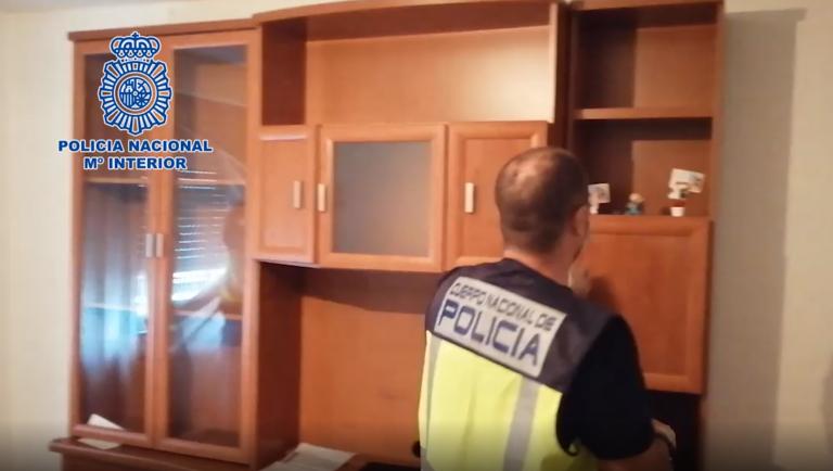 Detenidos dos individuos presuntamente responsables de un atraco con arma de fuego en León