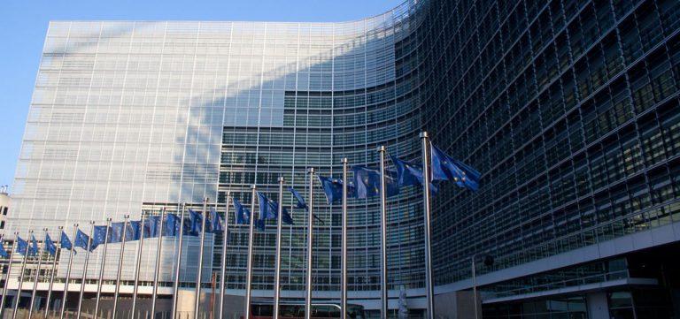"""La Comisión Europea recalca que las medidas de emergencia han de """"ser acordes con las salvaguardias constitucionales"""""""