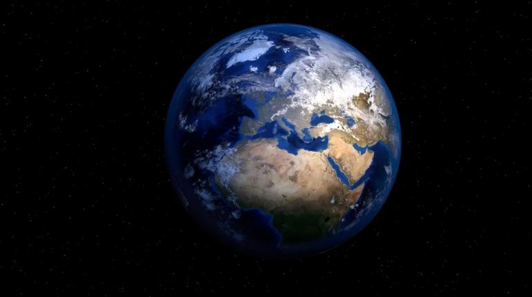 Un astronauta fotografía desde el espacio el amanecer de La Tierra