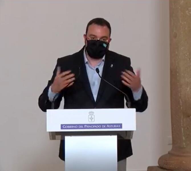 El presidente asturiano muestra su solidaridad con Iglesias y pide respeto a la vida privada de los políticos