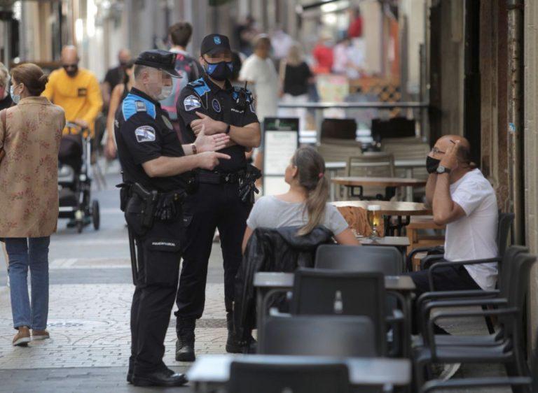 Prohibido fumar en la calle sin distancia en Cataluña