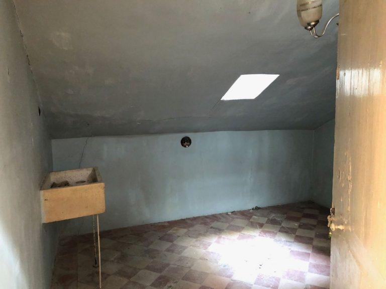 Un zulo en Madrid, un piso con baño-cocina… Los 'chollos' de alquileres en España