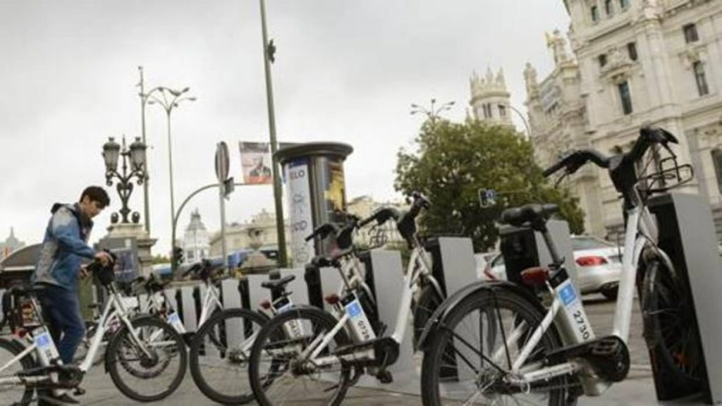Hay que estar loco para ir en bicicleta por Madrid