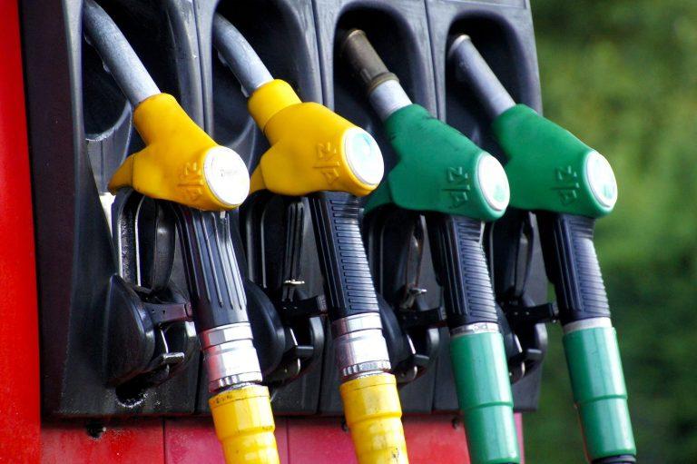 Según tu sueldo, estos son los litros de gasoil y diesel que puedes permitirte