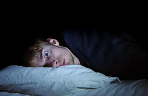 La razón por la que tu cuerpo es un ca… y te despierta antes de que suene la alarma