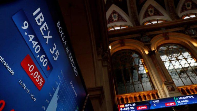 El Ibex 35 cierra con un alza del 1,22% y recupera los 7.000 puntos