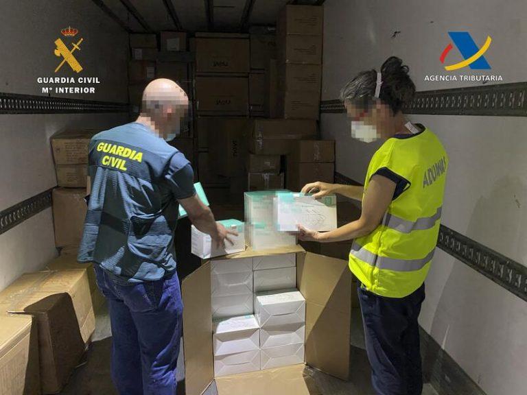 Intervenidas en el puerto de Almería más de un millón de mascarillas con destino a Orán (Argelia)