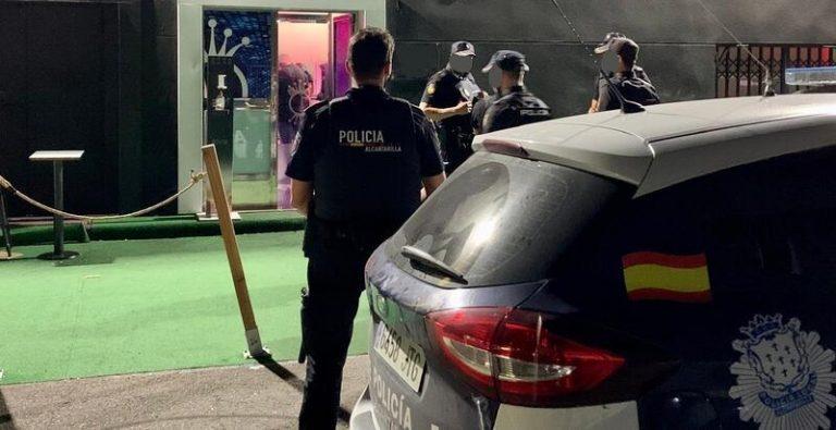 Cierran un local de ocio de Alcantarilla por albergar una fiesta ilegal con más de 80 personas
