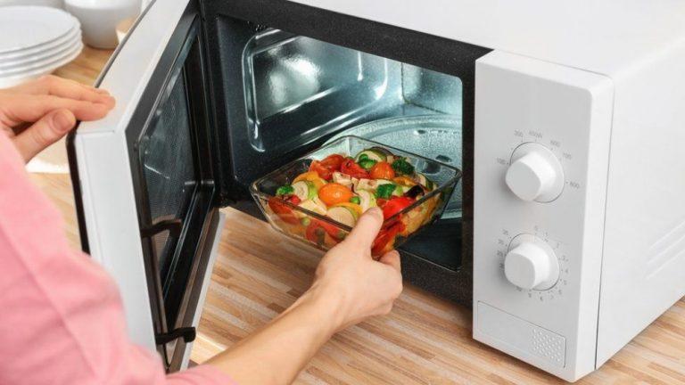 Los peligros de usar el microondas: así daña tu salud