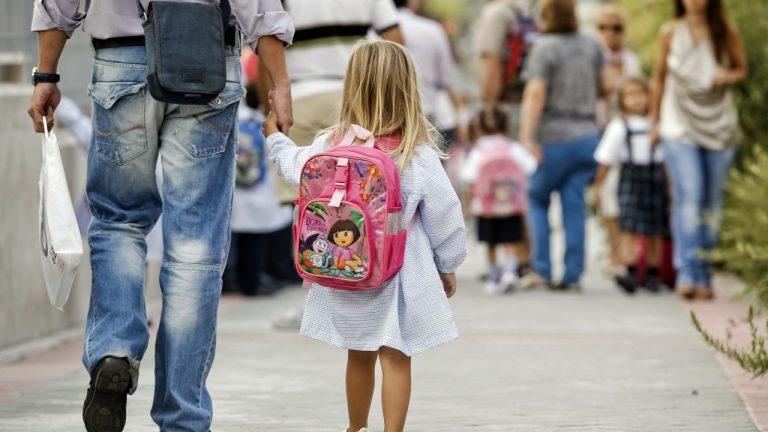 Siete de cada diez padres prefieren una vuelta al cole presencial, según encuesta