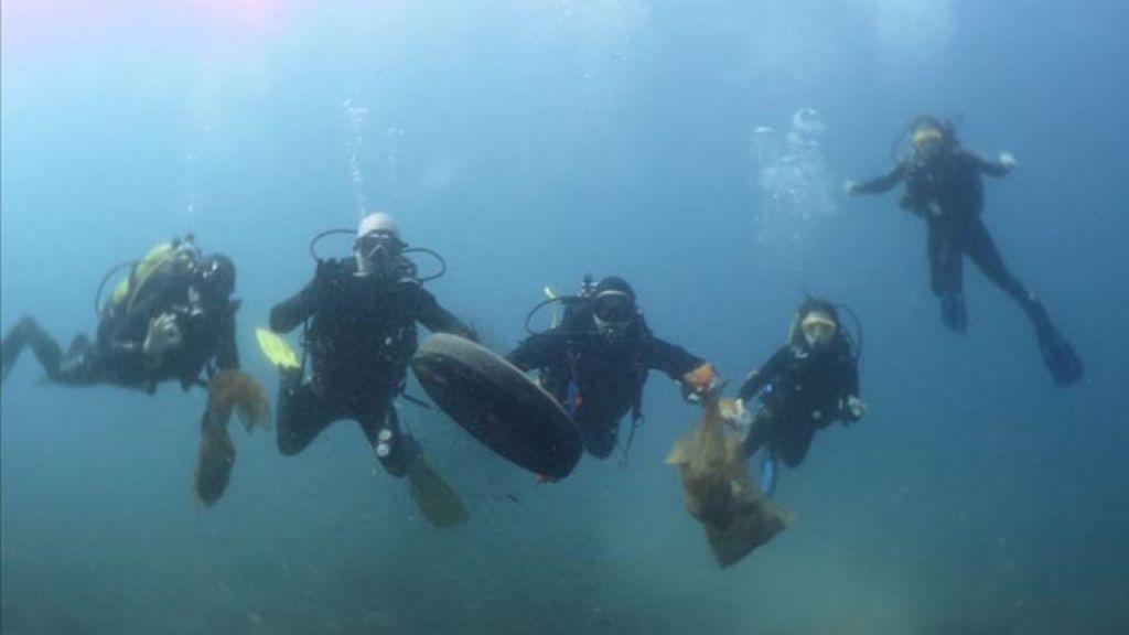Retiran 120 kilos de basuras de los fondos marinos vascos