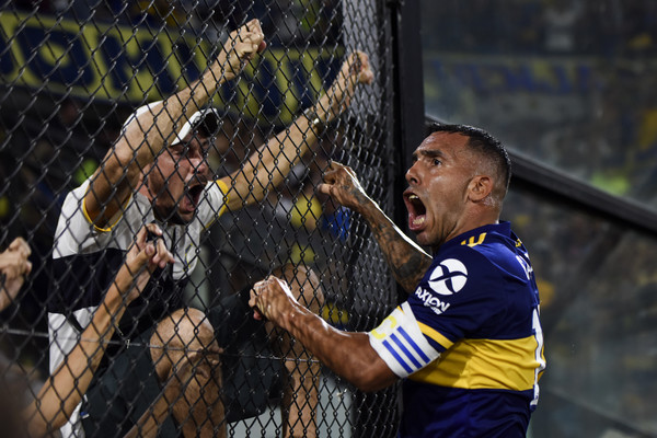 Carlos Tévez / Iniesta