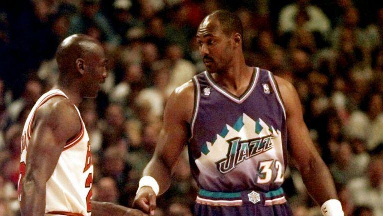 Karl Malone junto a Michael Jordan