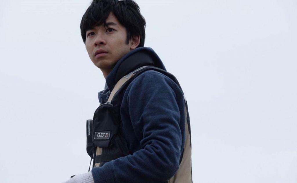 Sato se dirige en 'Nakuko wa ineega / ¿Algún llorón por ahí?'  la «evolución experimentada por ser padre»