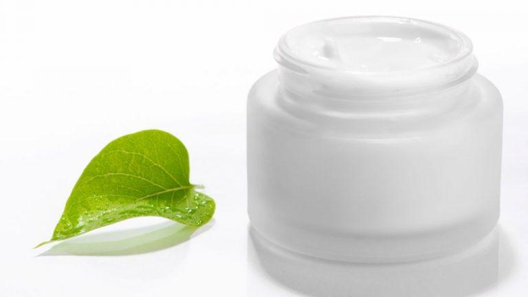 Por qué deberías echarte crema hidratante tras un día de gel hidroalcohólico