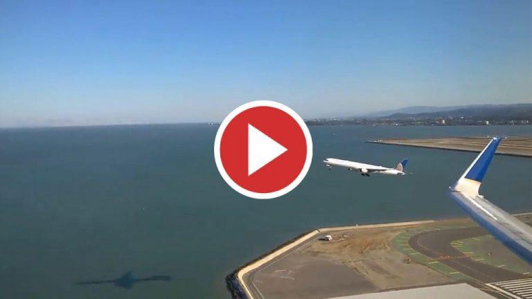 Pasajero capta el despegue paralelo entre dos aviones