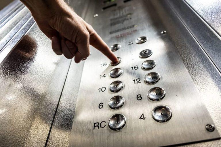 La voz de Alexa para minimizar el riesgo de contagio del coronavirus en los ascensores