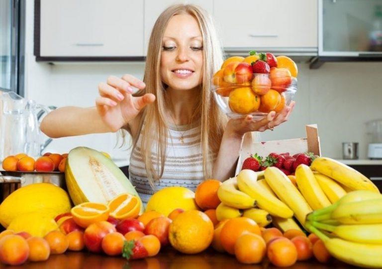 Por qué no deberías comer fruta por la noche