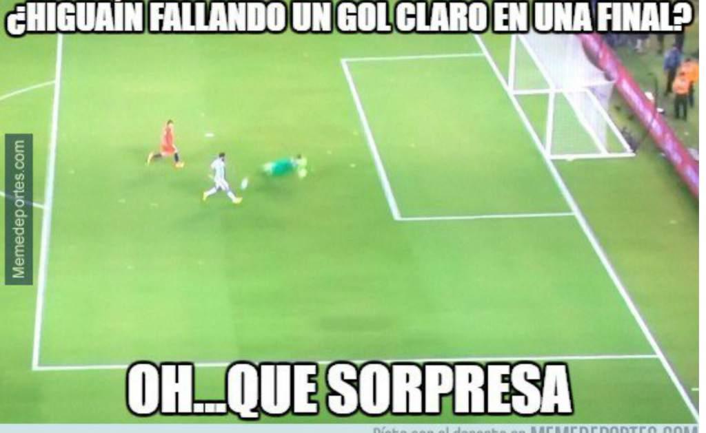 El compañero de Cristiano en la Juve fallando un gol