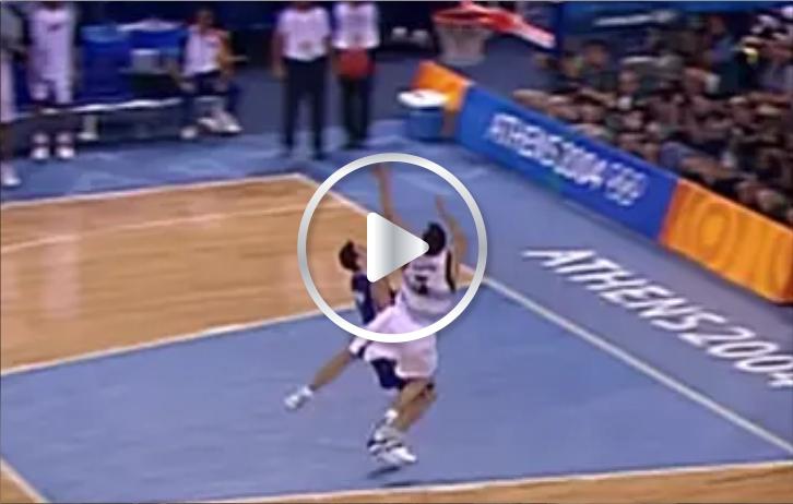 "La ""palomita"" de Manu Ginobili para vencer a Serbia en Atenas 2004"