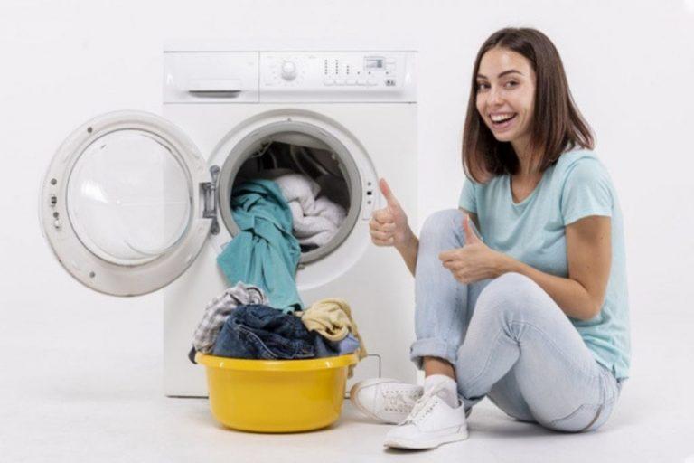 Cómo atrapar los pelos en la lavadora y otros trucos para hacer la colada mejor que tu vecina