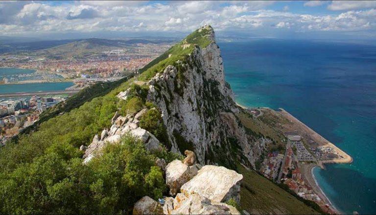 Los túneles, submarinos, lavado de dinero y otros secretos del Peñón de Gibraltar