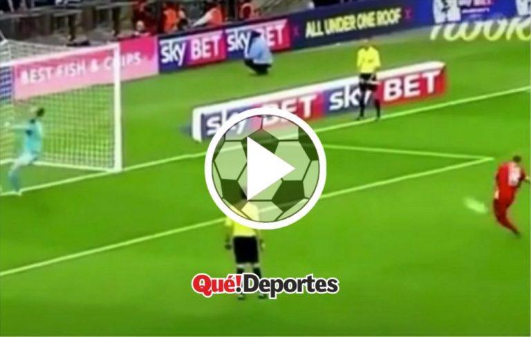 Portero para penalti haciendo un alto de 360º ¡Un animal!
