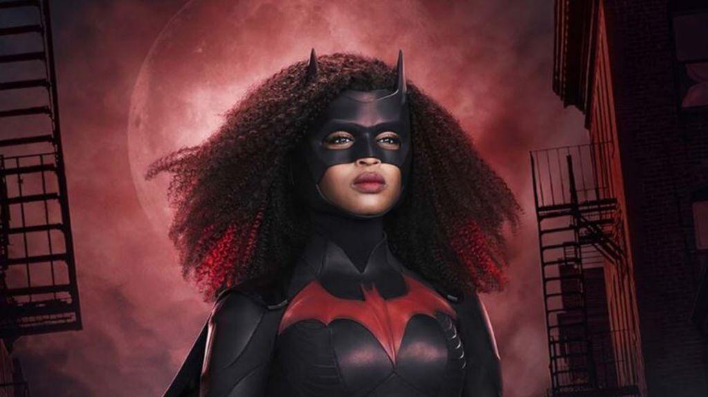 Batwoman dos nuevas imágenes de Javicia Leslie con el disfraz de superheroína