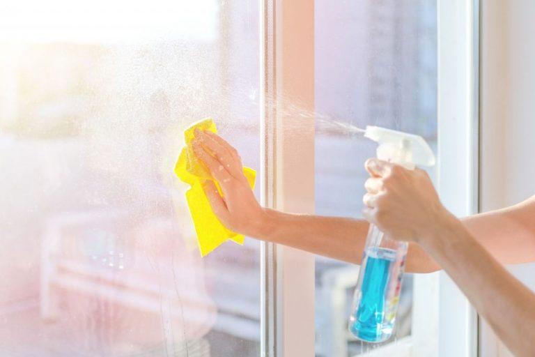 Cosas que puedes hacer con el limpiacristales (además de limpiar)