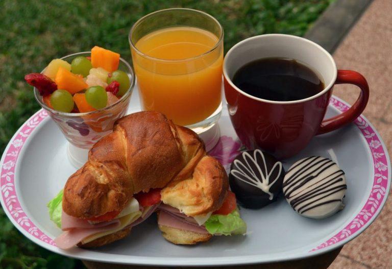 Desayunar como un 'rey' no te hará adelgazar más en la dieta