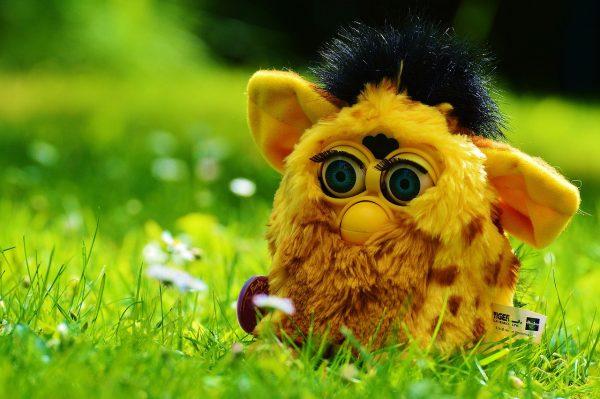 Los Furby, el juguete inteligente que se puso de moda en los 90