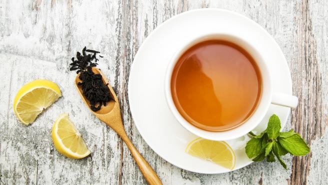 Por qué no deberías calentarte un té en el microondas