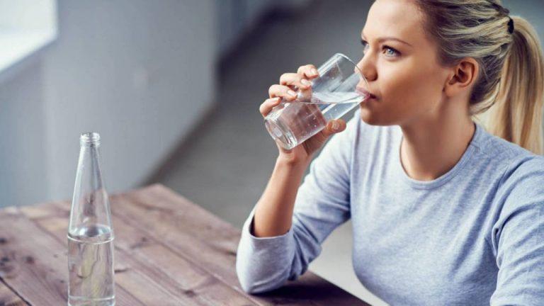 Agua embotellada: estas son las mejores marcas según la OCU