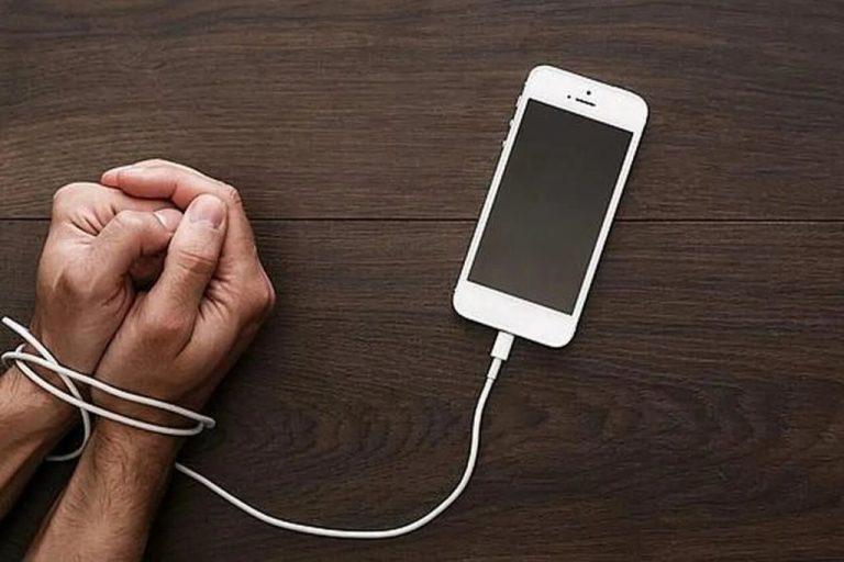 Si haces esto, eres un adicto al móvil