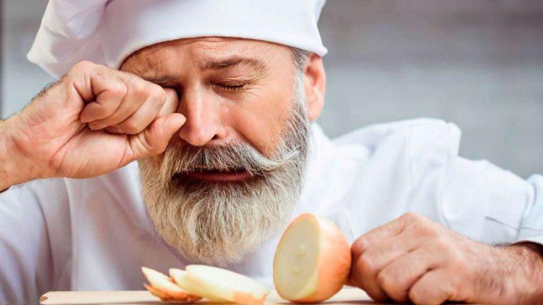 Trucos de expertos para cortar cebollas sin llorar
