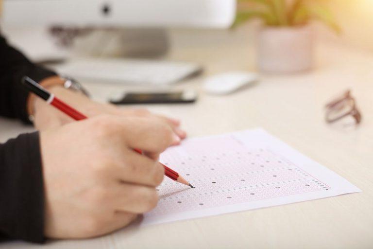 No te mates a estudiar: estas son las oposiciones más 'fáciles'