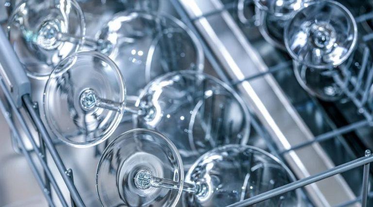 ¿Ahorramos realmente con el uso del lavavajillas? Verdad o Mito