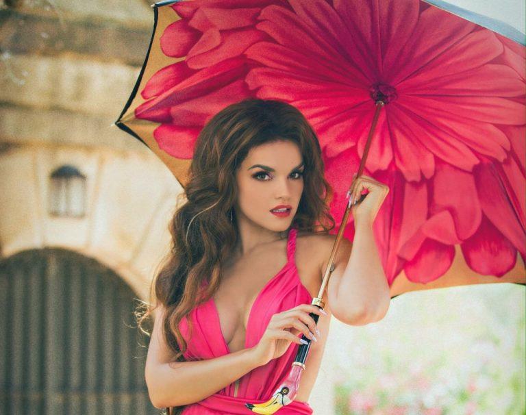 Melody presenta su single 'Las Cosas del Amor'
