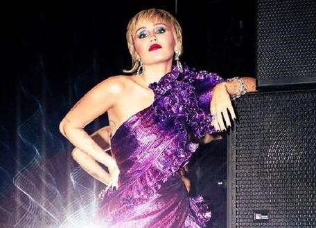 """Miley Cyrus lanza """"Plastic Hearts"""", nuevo álbum"""