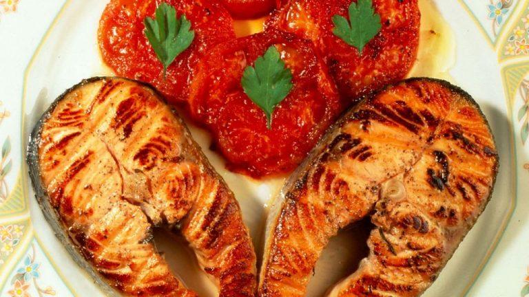 Los trucos para cocinar un salmón que quede sabroso por dentro y crujiente por fuera